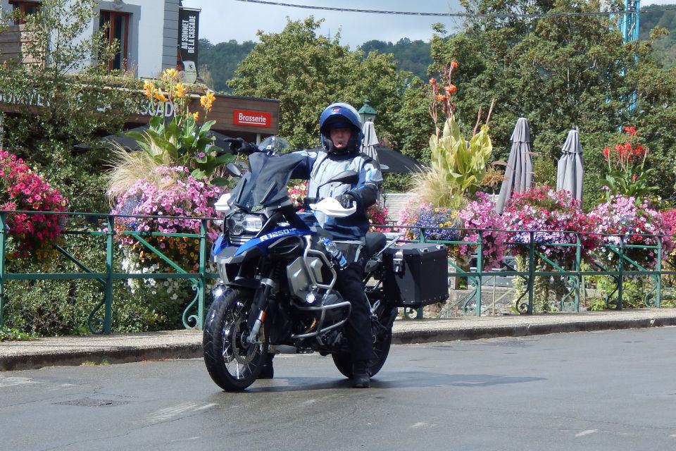 Motorrijbewijspoint Limburg examengarantie AVB en AVD